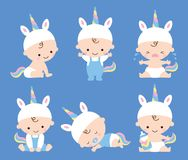 Gulligt behandla som ett barn pojken Unicorn Costume Vector Illustration vektor illustrationer
