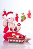 Gulligt behandla som ett barn Santa Claus med girlander. Royaltyfri Bild