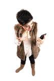 Gulligt frustrerat flickaskri på hennes mobila smartphone Arkivfoton
