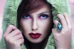 gulligt huvslitage för brunett Royaltyfri Foto