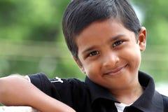 gulligt indiskt le för pojke Royaltyfri Bild