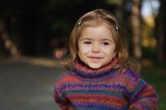 gulligt le för flicka Fotografering för Bildbyråer