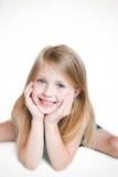Gulligt le för liten flicka Arkivbild