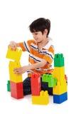 gulligt litet spelrum för pojke Arkivfoton