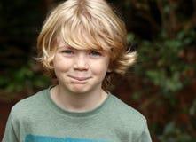 Gulligt lyckligt pojkebarn Fotografering för Bildbyråer