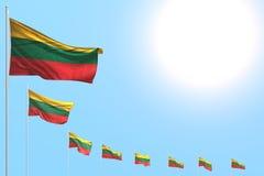 Gulligt någon illustration för festmåltidflagga 3d - många Litauen flaggor förlade diagonalt på blå himmel med utrymme för text stock illustrationer