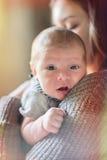 Gulligt nyfött behandla som ett barn serie med tappningfiltret Royaltyfri Foto