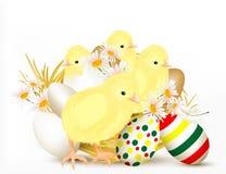 Gulligt påskhälsningskort med chikens och ägg stock illustrationer