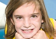 gulligt posera för flicka Fotografering för Bildbyråer