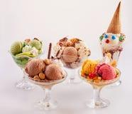 Gulligt sortiment av läckra glassefterrätter Royaltyfri Foto