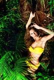 Gulna bikinin arkivfoton