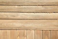 Gulna och bryna wood plankor, abstrakt naturlig bakgrund Royaltyfri Foto