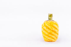 Gulna skalad ananas på för ananasfrukt för vit bakgrund isolerad sund mat Royaltyfri Foto