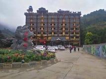 GuLongXia на QingYuan GuLongXia известно для стеклянных моста и платформы стоковое фото rf