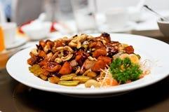 Guloseima chinesa serida em um restaurante imagem de stock
