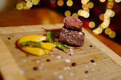 Guloseima francesa - bife raro no molho amarelo Imagens de Stock Royalty Free