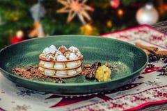 Guloseima saboroso caseiro do Natal com maçãs e canela Fotografia de Stock