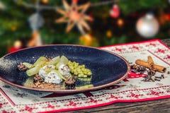 Guloseima saboroso caseiro do Natal com maçãs e canela Fotografia de Stock Royalty Free