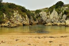 Gulpiyuri海滩 库存图片