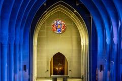 Gult altare utöver blåa bågar Royaltyfria Foton