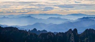 Gult berg (Huang Shan) royaltyfri foto