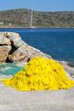 Gult fisknät nära havet på Kreta i Grekland Royaltyfria Foton