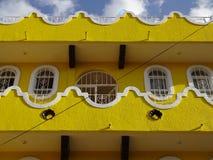 Gult hus i Chilpancingo royaltyfri bild