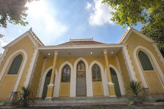 Gult hus som byggs i tappning Royaltyfri Bild