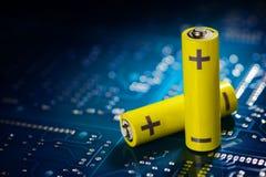 Gult mignonbatteri royaltyfria bilder