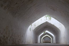 Gumantung de Sumur, el túnel subterráneo de la calzada, castillo del agua de la sari del taman - el jardín real del sultanato de  Fotos de archivo libres de regalías