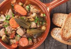 Gumbo χοιρινού κρέατος και okra Στοκ Εικόνες