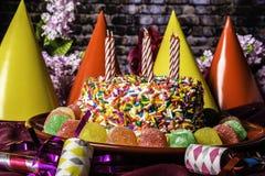 Gumdrops-Geburtstags-Kuchen-und Partei-Bevorzugungen Lizenzfreies Stockfoto