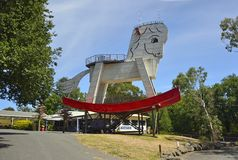 """Gumeracha Australien †""""Januari, 2016 Stor vagga häst i Gumeracha, södra Australien Arkivfoton"""