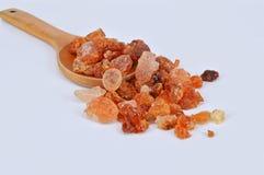 Gummi - arabiska på träskeden Arkivbild