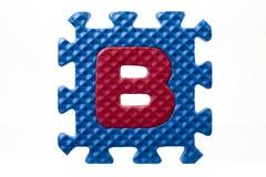 Gummialphabetpuzzlespiel mit Buchstaben b Lizenzfreies Stockfoto