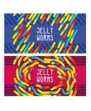 Gummiartige Geleewürmer der Süßigkeit, Torsionsgelatinebonbons von hellen Farben auf Streifenhintergrund Lizenzfreie Stockfotos