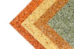 Gummibodenproben mit verschiedenen Farben und Beschaffenheiten Stockbilder
