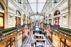 GUMMIEREN Sie, der Außenministerium-Speicher, ist ein berühmter Shop auf Rotem Platz Stockfoto