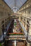 Gummieren Sie Moskau am sonnigen Tag lizenzfreie stockbilder