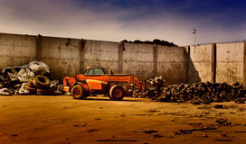 Gummihjulåtervinningbransch fotografering för bildbyråer