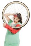 gummihjul för castflickamurbruk arkivbild