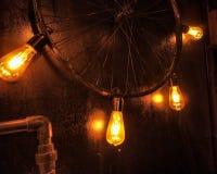 gummihjul för för fokuserad gul ljus exponeringsglaskula och lutningljus och cirkulering som ett fast tillbehör arkivbild
