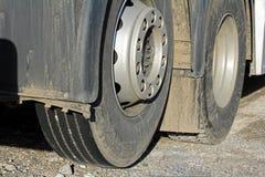 Gummihjul på en lastbil Arkivfoton