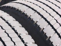 gummihjul truck slitet arkivfoton