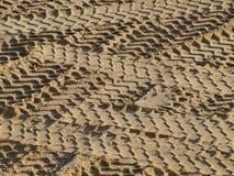 Gummihjulspår i sanden Royaltyfri Fotografi