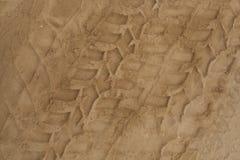 Gummihjulspår i sanden Royaltyfria Bilder