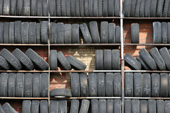 gummihjulvägg royaltyfri bild