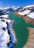 Gummilacka de l ` Hongrin är en behållare i Vaud, Schweiz Behållaren med ett yttersidaområde av 1 60 km2 0 62 sq mi lokaliseras i Royaltyfri Foto