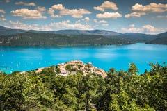 Gummilacka de Sainte-Croix, sjö av Sainte-Croix, Klyfta du Verdon som är pro- arkivfoton