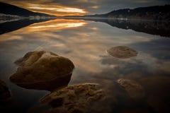 Gummilackan de Jouxl i Schweiz på solnedgången Royaltyfri Foto